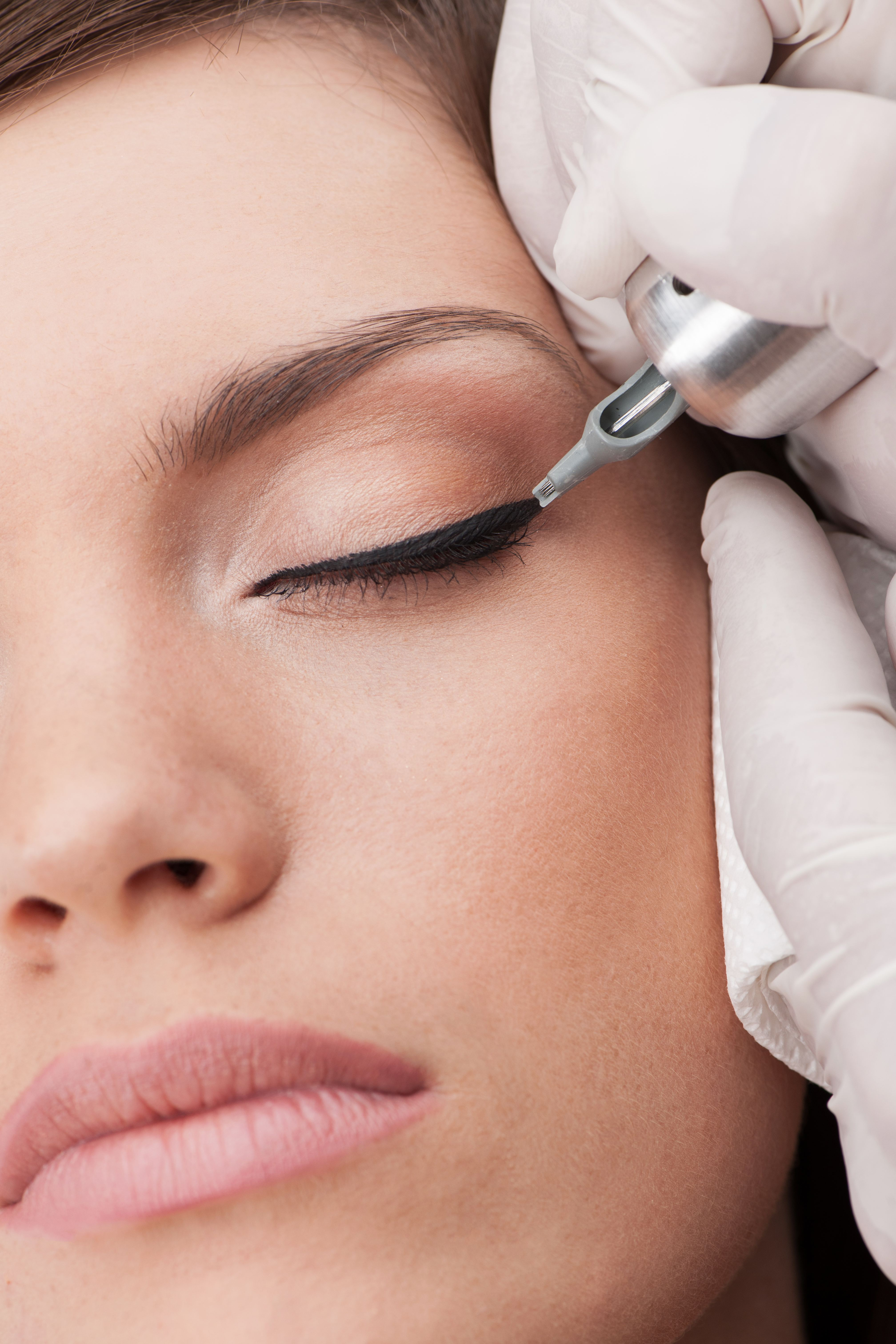 Permanent makeup techniques for Eyeliner tattoo mn